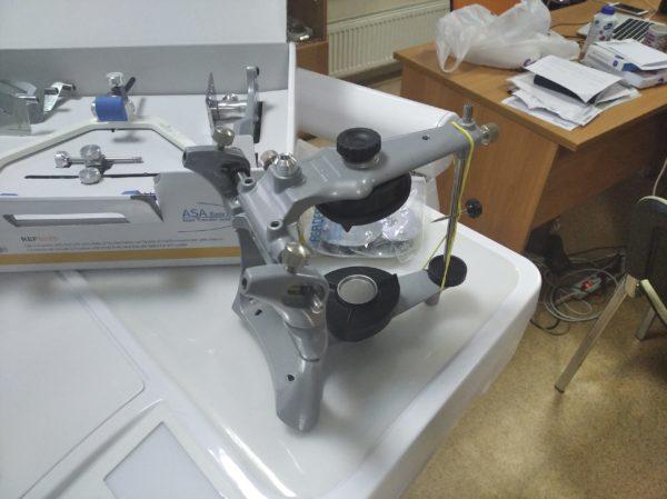 Фото - Asa Dental 5032-1 - легкий анатомический артикулятор из литого алюминия в комплекте с лицевой дугой   Asa Dental (Италия)